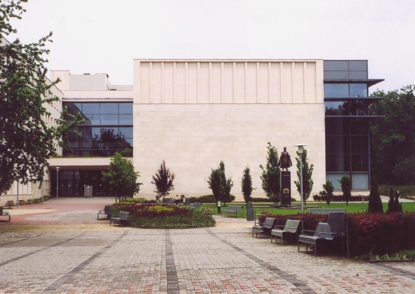 A Hallgatói Információs Központ déli oldala