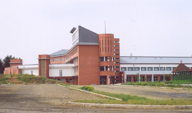 A C épület látványa kelet felől
